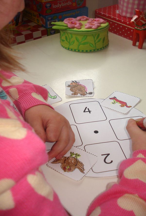 using story wheels with kids   free the gruffalo template